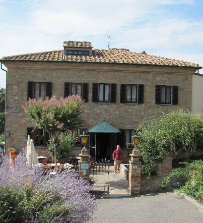 Hotel Villa Nencini: Front entrance