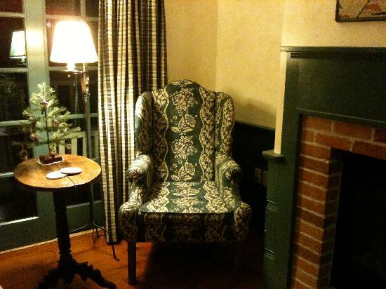 Blacksmith Inn On the Shore: A miniature tree in our room! Adorable!
