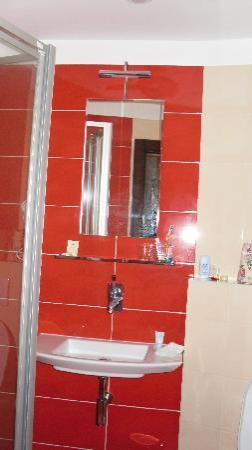 EA Hotel Joseph 1699: Stylish shower room