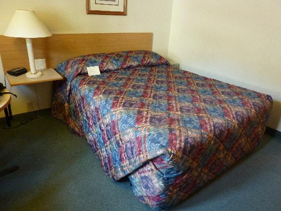 Super 8 Ketchikan: Bed