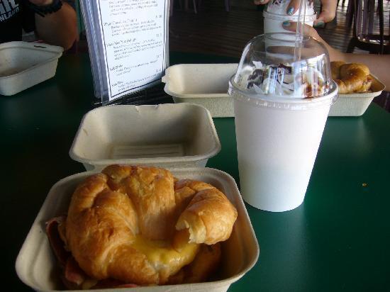 Coffees of Hawaii Plantation Store: サンドイッチとコーヒー