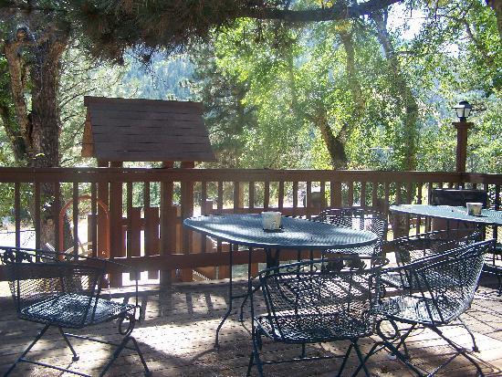 Wildwood Inn: Deck