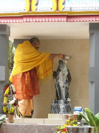 Sivananda Ashram Yoga Retreat: A ceremony