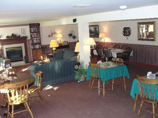 West Ridge Guest House: dining area