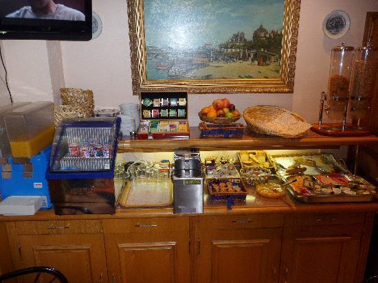 Lux Hotel Picpus: O buffet do café da manhã
