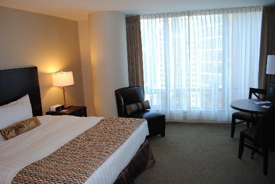 Auberge Vancouver Hotel: spacious room