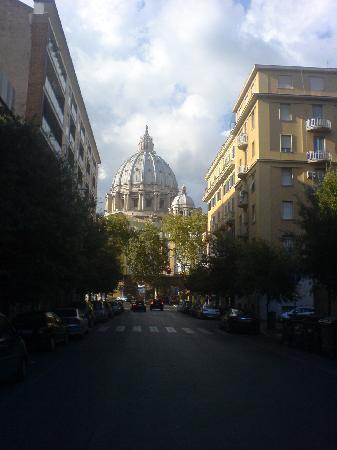 Vatican - Bed & Breadfast: Catedrala San Pietro vista dalla zona