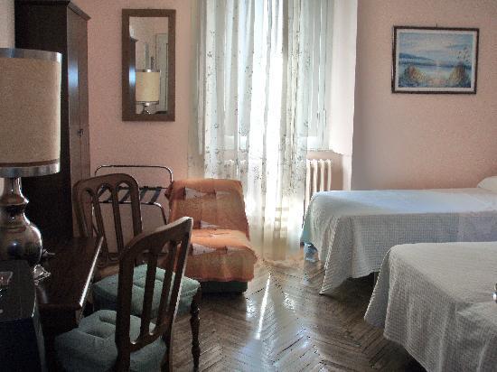 Anna Hotel: Hotel Anna room for three