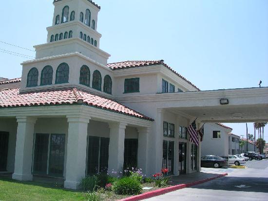 Motel 6 Hemet: Motel Entrance