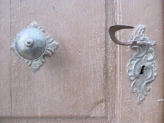 Church of St. Lawrence (Sv. Vavrince) : doorknob
