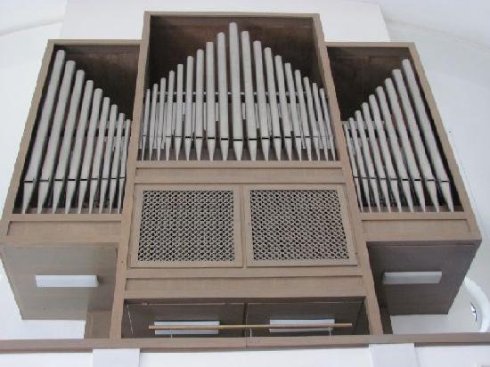 St. Gertraud Church: modern organ