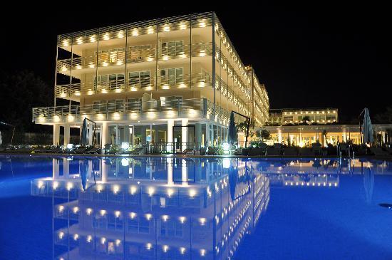 hotel at night - Picture of UNA Hotel Versilia, Lido Di Camaiore ...