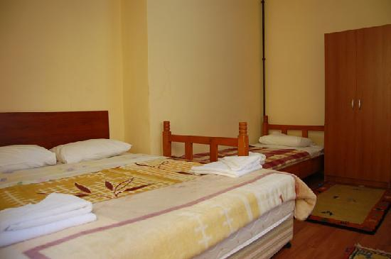 Eurasia Hostel & Guesthouse: Triple Room