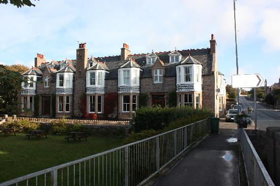 Kilmarnock Arms Hotel: front view of the hotel. easy to find. 2 minute drive to the golf course