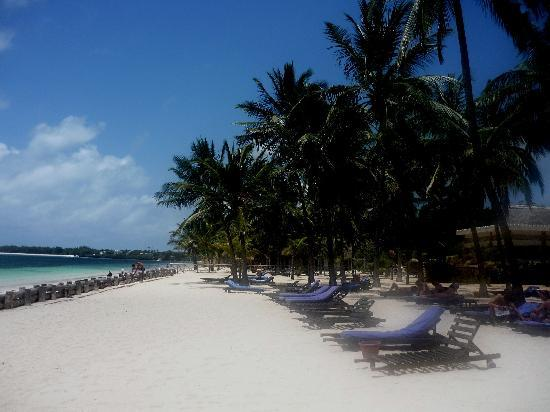 Sandies Tropical Village: spiaggia...