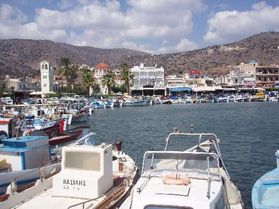 Akti Olous Hotel: Elounda harbour and square