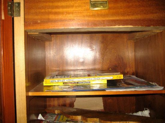 All Seasons Groveland Inn B&B: only cabinet