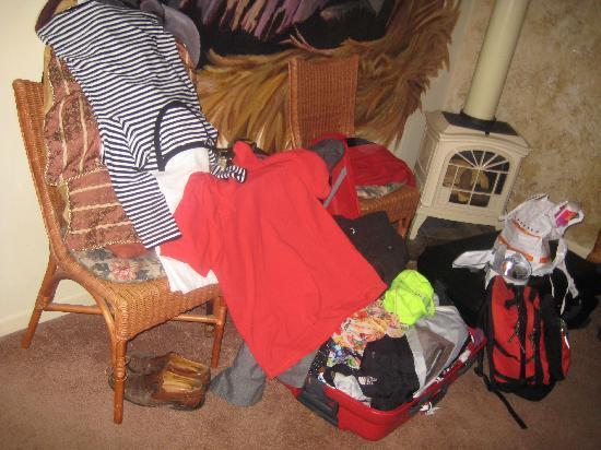 All Seasons Groveland Inn B&B : leave everything in suitcases!