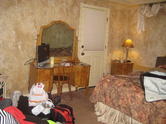 All Seasons Groveland Inn B&B: the room