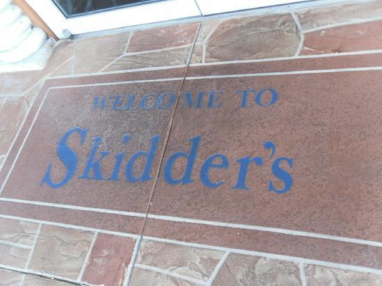 Skidder's Restaurant: Family owned with pride!