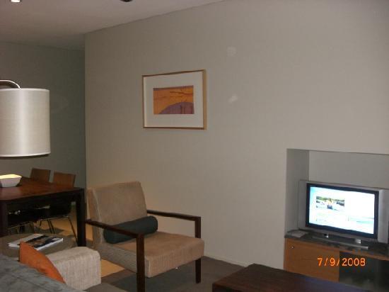 جراند ميركيور أبارتمينتس ذا فينتيج هانتر: Small tv in lounge, digital TV but not HD