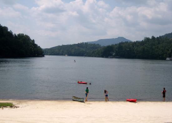 Lake Lure, Kuzey Carolina: Another view from the reception