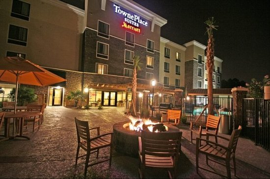 TownePlace Suites Columbia Southeast/Fort Jackson: unwind after a long day outside at our fire pit