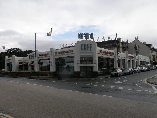Largs, UK: Nardini's, 2 Greenock Rd