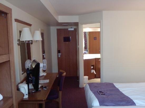 Premier Inn Norwich City Centre (Duke Street) Hotel: Main room view from the side