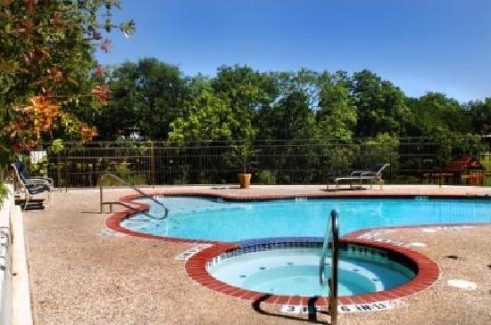 Inn on Barons Creek: Heated Salt Water Pool