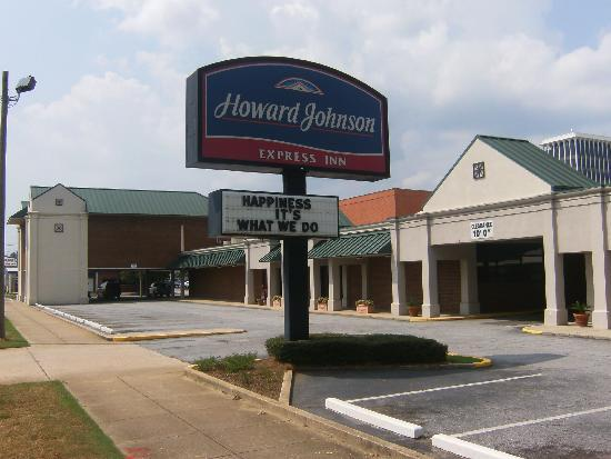 Howard Johnson Inn & Suites Columbus GA: Hotel Exterior