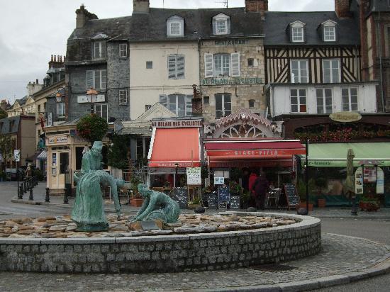 Au Relais Des Cyclistes: centre ville Honfleur