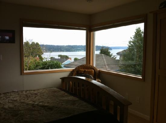 Three Tree Point Bed and Breakfast: Bedroom view