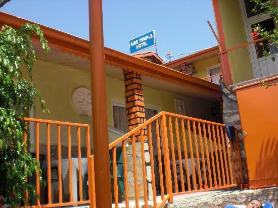 Zimmer mit blick zum pool und terasse side temple hotel for Zimmer mit blick