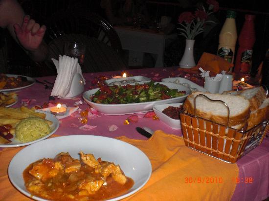 Side Temple Hotel: Abendessen auf der Terrasse des Hotels