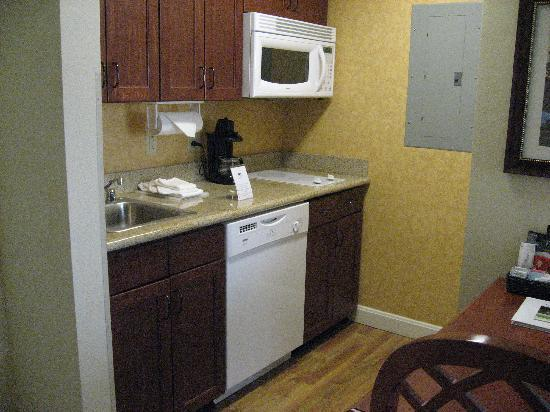 Homewood Suites by Hilton Lexington - Hamburg: Kitchen (refridgerator on the right that is out of picture)