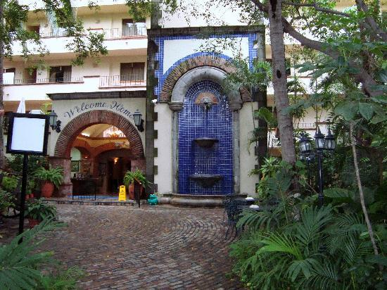 """Vallarta Torre: Hotel entrance """"Welcome Home"""""""