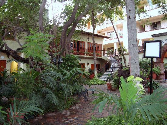 Vallarta Torre: Hotel courtyard