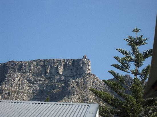 2Inn1  Kensington: view of table mountain from veranda