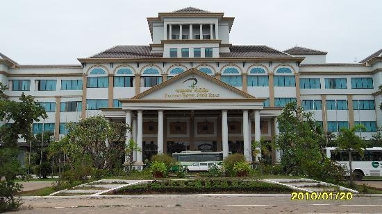 Pacific Hotel & Spa: In front of the entrance