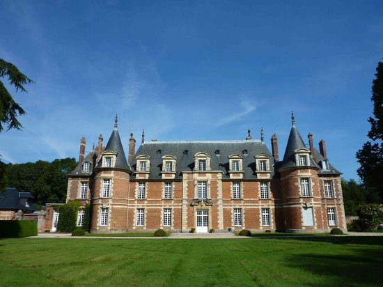 Haute-Normandie, França: Chateau from park side