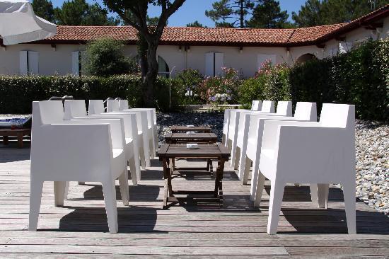 La Maison de la Prade : Terrasse au bord de la piscine