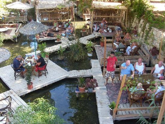 Arikanda River Garden Restaurant: River Garden