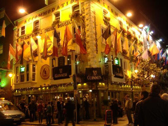 Dublin, Irland: Temple Bar at night