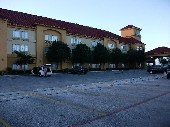 La Quinta Inn & Suites New Braunfels : Front view of hotel
