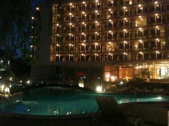 LTI Neptun Beach Hotel: hotel at night
