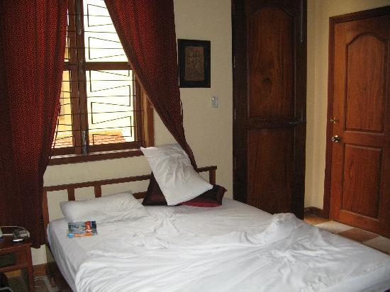 Kambuja Inn: room on first floor