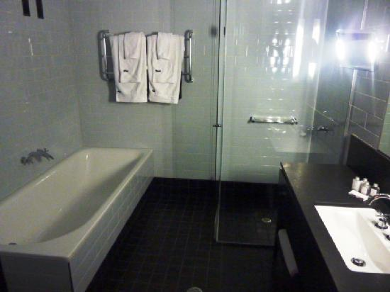 Spicers Balfour Hotel: bathroom