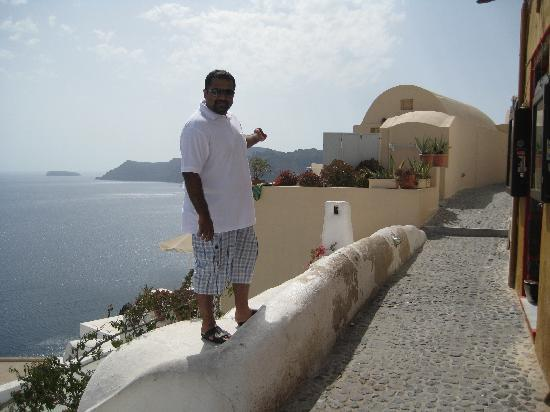 Old Oia Houses: Oia pathway leading to our house #1