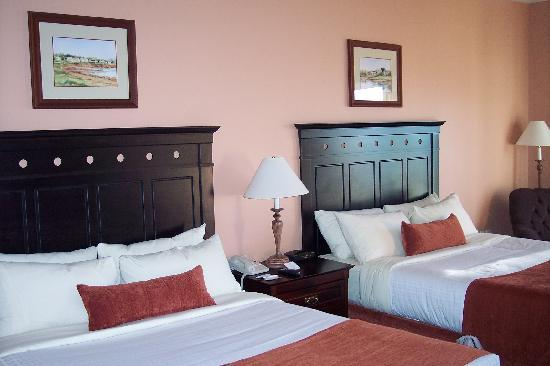 Rodd Crowbush Golf & Beach Resort: Room at Crowbush Resort - 2 Queen Beds